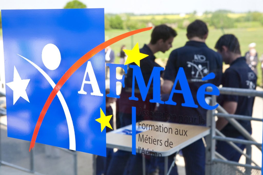 logo AFMAé porte vitrée apprenants stagiaires